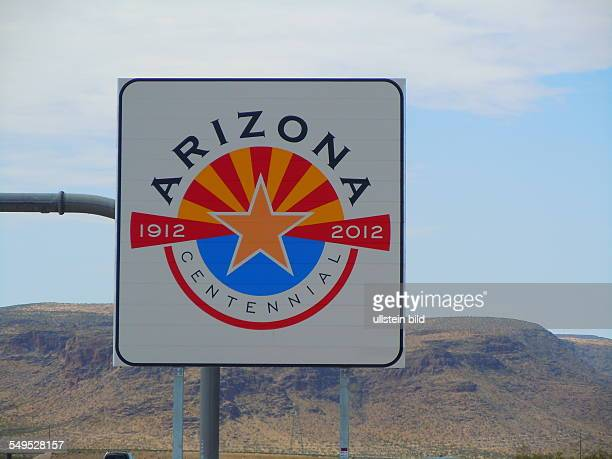 Am Freeway 15 steht an der Grenze zwischen den Bundesstaaten Nevada und Arizona dieses Willkommenschild des Bundesstaates Arizona aufgenommen am 20...