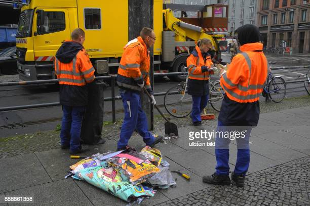 Am Hackeschen Markt und in der Kleinen Praesidentenstrasse fuehrt die BVG seit gestern bis 4Uhr30 TramGleisarbeiten durch Hier am TramEndpunkt sind...