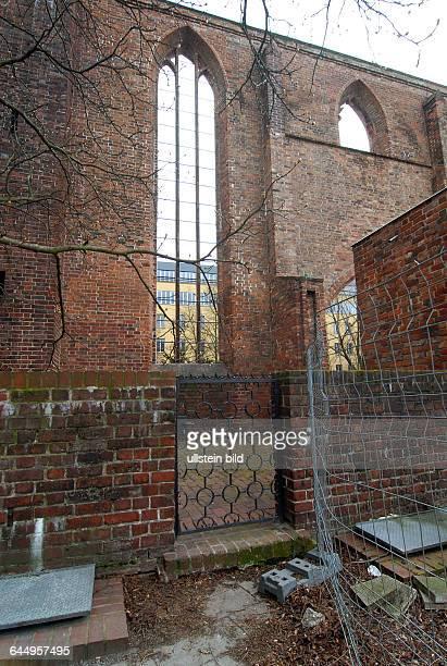 Am Ostersonntag gegen 06 Uhr 20 wurde hier in der Ruine des altenFranziskaner Klosters an der Littenstrasse eine Leiche von zwei Passantenentdeckt...