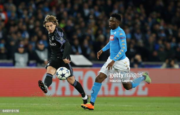 Amadou Diawara of Napoli competes for the ball with Luka Modric of Real Madrid during the UEFA Champions League Round of 16 second leg match between...