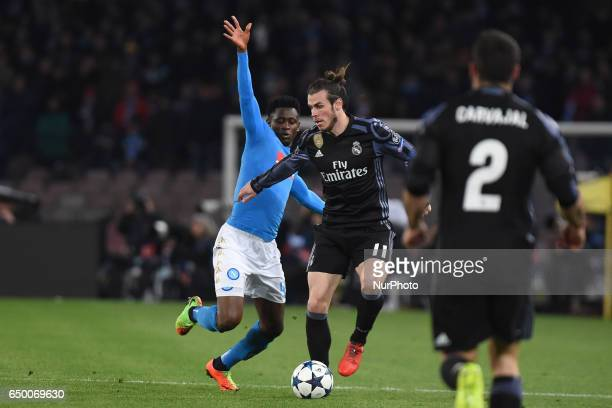 Amadou Diawara of SSC Napoli competes for the ball with Gareth Bale of Real Madrid CF during the UEFA Champions League match between SSC Napoli and...