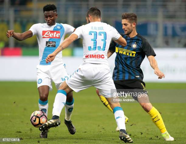 Amadou Diawara of SSC Napoli competes for the ball with Roberto Gagliardini of FC Internazionale Milano during the Serie A match between FC...