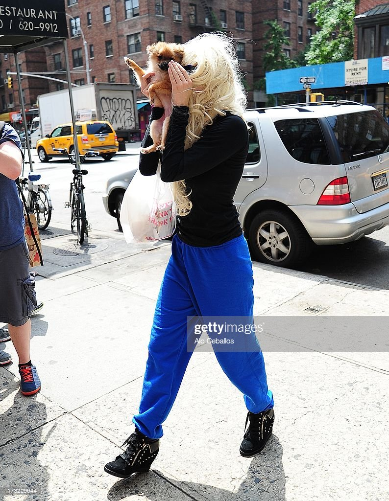 <a gi-track='captionPersonalityLinkClicked' href=/galleries/search?phrase=Amanda+Bynes&family=editorial&specificpeople=201660 ng-click='$event.stopPropagation()'>Amanda Bynes</a> is seen in Chelsea on July 10, 2013 in New York City.