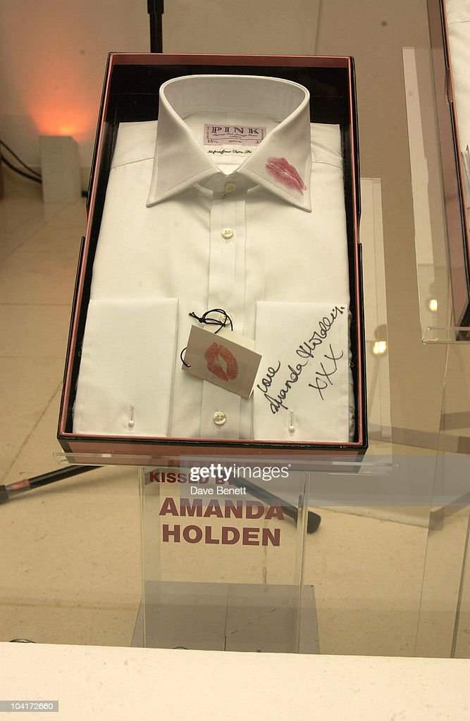 Amanda Holden's Kissed Shirt, Lipstick On Your Collar, Thomas Pink's Shirt Auction In Aid Of The Haven Trust,auctioned Kisses From Famous Girls On Collars Of The White Shirts