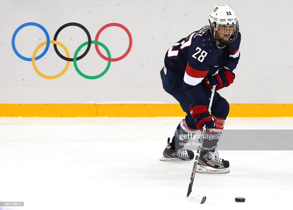 <a gi-track='captionPersonalityLinkClicked' href=/galleries/search?phrase=Amanda+Kessel&family=editorial&specificpeople=9030355 ng-click='$event.stopPropagation()'>Amanda Kessel</a> #28 of United States skates with the puck against Finland during the Women's Ice Hockey Preliminary Round Group A Game on day 1 of the Sochi 2014 Winter Olympics at Shayba Arena on February 8, 2014 in Sochi, Russia.