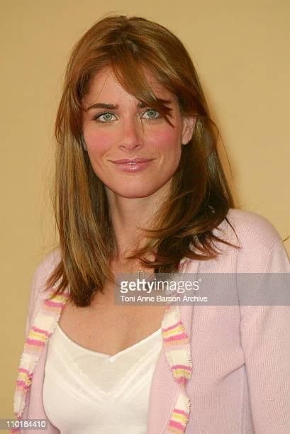 Amanda Peet during 2003 Deauville Film Festival Identity Photocall at CID in Deauville France