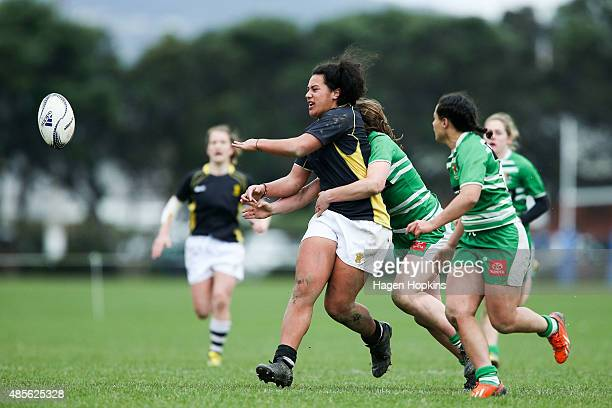 Amanda Rasch of Wellington passes during the round two Women's Provincial Championship match between Wellington and Manawatu at Petone Recreation...