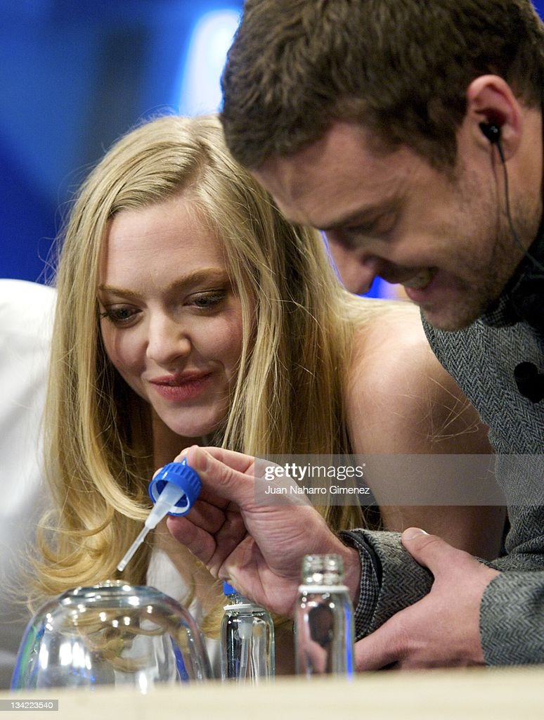 <a gi-track='captionPersonalityLinkClicked' href=/galleries/search?phrase=Amanda+Seyfried&family=editorial&specificpeople=216619 ng-click='$event.stopPropagation()'>Amanda Seyfried</a> (L) and <a gi-track='captionPersonalityLinkClicked' href=/galleries/search?phrase=Justin+Timberlake&family=editorial&specificpeople=157482 ng-click='$event.stopPropagation()'>Justin Timberlake</a> attend 'El Hormiguero' TV show at Vertice Studio on November 28, 2011 in Madrid, Spain.