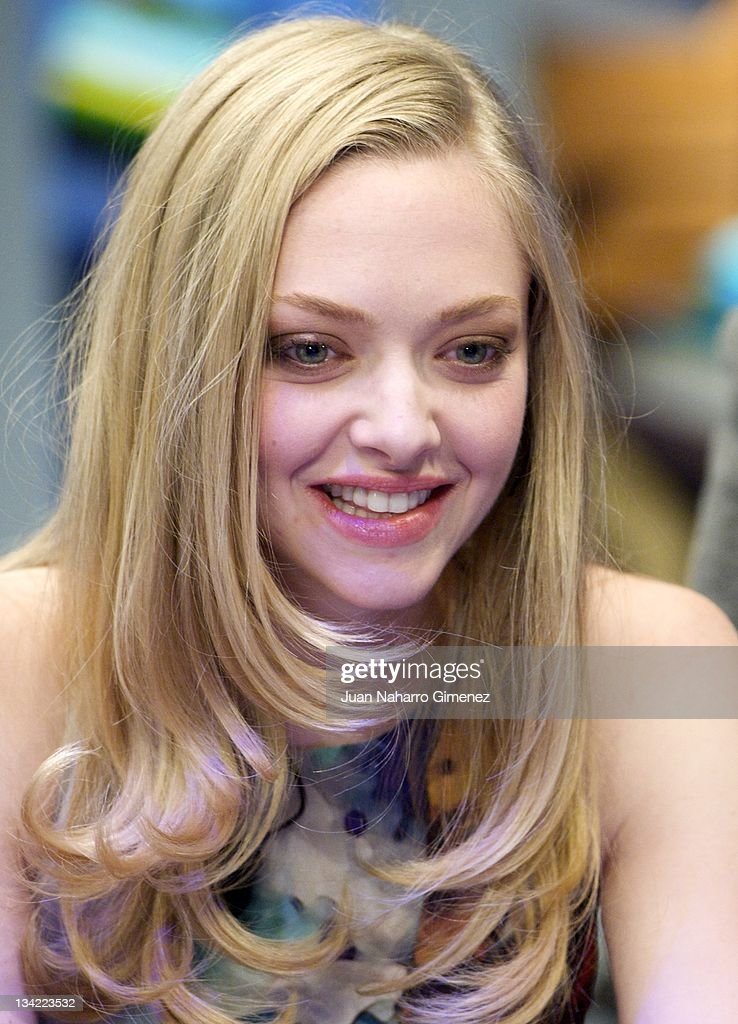 <a gi-track='captionPersonalityLinkClicked' href=/galleries/search?phrase=Amanda+Seyfried&family=editorial&specificpeople=216619 ng-click='$event.stopPropagation()'>Amanda Seyfried</a> attends 'El Hormiguero' TV show at Vertice Studio on November 28, 2011 in Madrid, Spain.