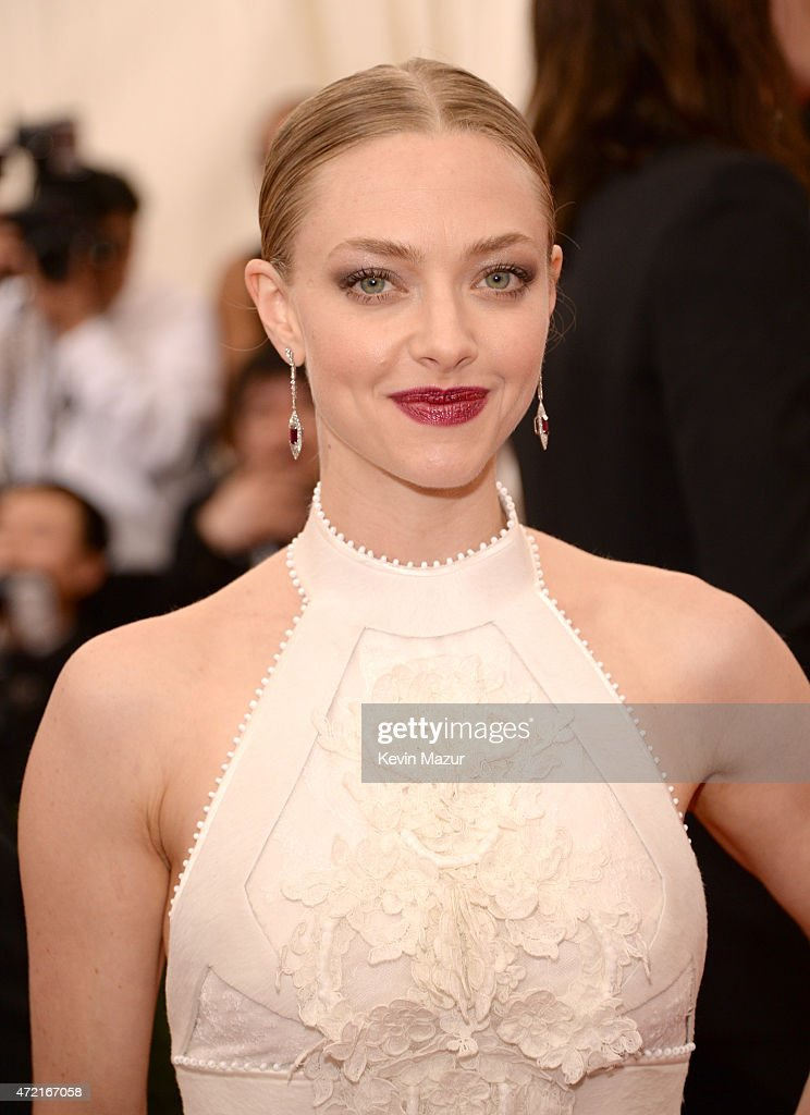 <a gi-track='captionPersonalityLinkClicked' href=/galleries/search?phrase=Amanda+Seyfried&family=editorial&specificpeople=216619 ng-click='$event.stopPropagation()'>Amanda Seyfried</a> attends the 'China: Through The Looking Glass' Costume Institute Benefit Gala at Metropolitan Museum of Art on May 4, 2015 in New York City.