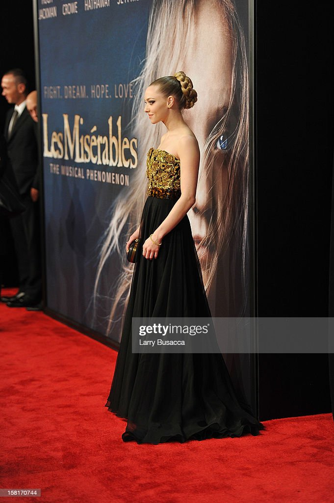 Amanda Seyfried attends the 'Les Miserables' New York premiere at Ziegfeld Theatre on December 10, 2012 in New York City.