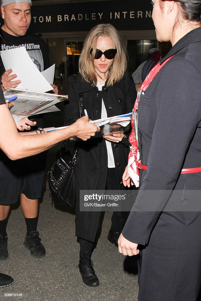 <a gi-track='captionPersonalityLinkClicked' href=/galleries/search?phrase=Amanda+Seyfried&family=editorial&specificpeople=216619 ng-click='$event.stopPropagation()'>Amanda Seyfried</a> is seen at LAX on February 05, 2016 in Los Angeles, California.