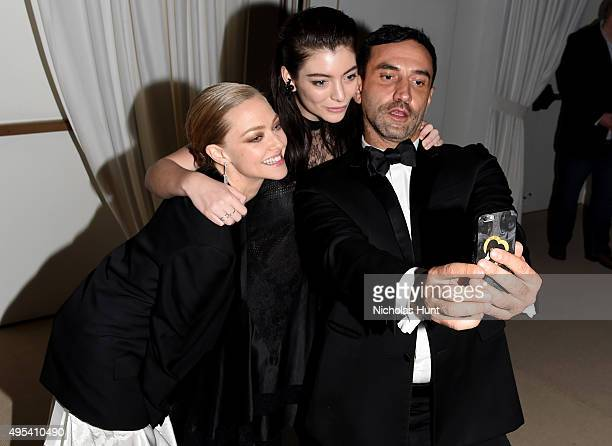 Amanda Seyfried Lorde and Riccardo Tisci take a selfie at the 12th annual CFDA/Vogue Fashion Fund Awards at Spring Studios on November 2 2015 in New...