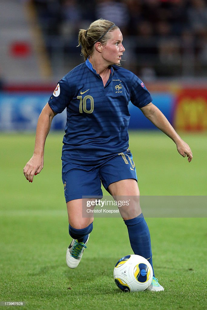 <a gi-track='captionPersonalityLinkClicked' href=/galleries/search?phrase=Amandine+Henry&family=editorial&specificpeople=4432019 ng-click='$event.stopPropagation()'>Amandine Henry</a> of France runs with the ball during the UEFA Women's EURO 2013 Group C match between France and England at Linkoping Arena on July 18, 2013 in Linkoping, Sweden.