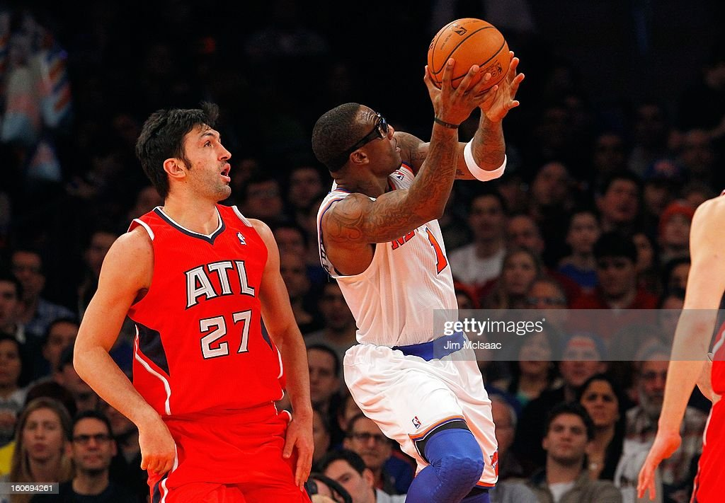 Amar'e Stoudemire #1 of the New York Knicks in action against Zaza Pachulia #27 of the Atlanta Hawks at Madison Square Garden on January 27, 2013 in New York City. The Knicks defeated the Hawks 106-104.