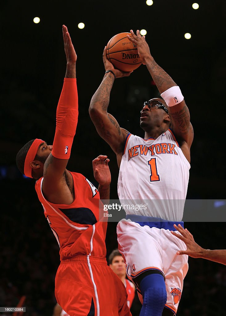 Amar'e Stoudemire #1 of the New York Knicks takes a shot as <a gi-track='captionPersonalityLinkClicked' href=/galleries/search?phrase=Josh+Smith+-+Giocatore+di+basket+-+Classe+1985&family=editorial&specificpeople=201983 ng-click='$event.stopPropagation()'>Josh Smith</a> #5 of the Atlanta Hawks defends on January 27, 2013 at Madison Square Garden in New York City. The New York Knicks defeated the Atlanta Hawks 106-104.