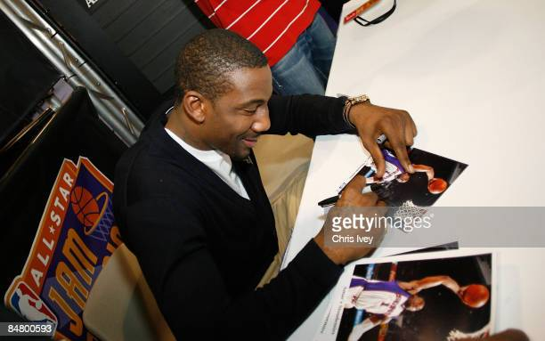 Amar'e Stoudemire signs autographs for fans at the HP Digital PLayground in Jam Session presented by Adidas during the NBA All Star Weekend February...