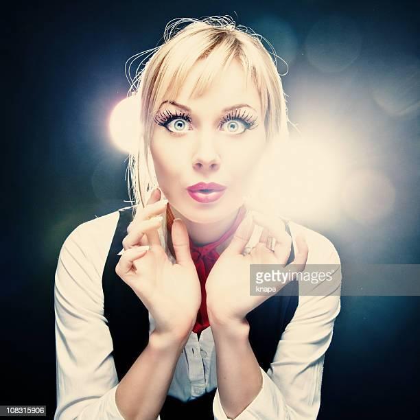 Erstaunt Frau große Augen