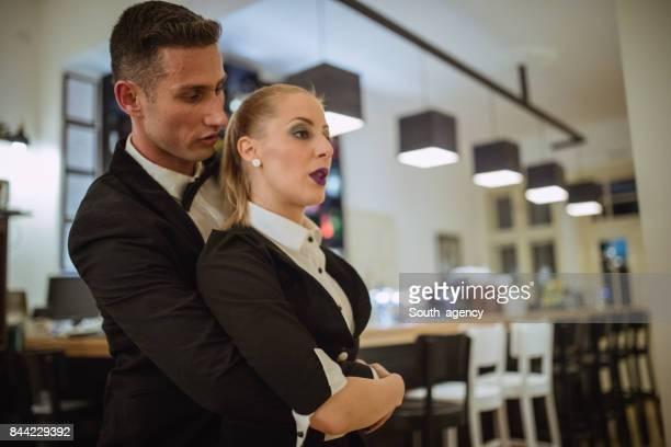 Incroyable couple dansant tous ensemble