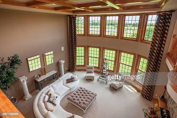 グレートルームには、木製の格子細工の天井