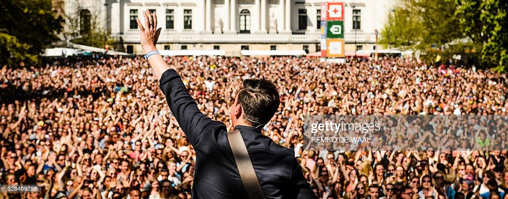 Ambassador for the Freedom Dutch singer Nielson performs during the Liberation festival in Zwolle, the Netherlands, on May 5, 2016. Liberation Day (Bevrijdingsdag) is celebrated each year on May 5 in the Netherlands to mark the end of the Nazi occupation during World War II. / AFP / ANP / Remko de Waal / Netherlands OUT