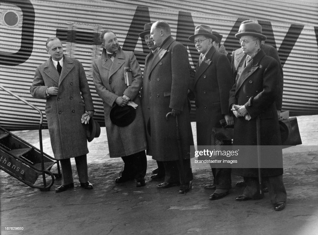 Ambassador Joachim von Ribbentrop and members of the German delegation on the way to London. Photograph. (Photo by Imagno/Getty Images) Botschafter Joachim von Ribbentrop mit Mitgliedern der deutschen Delegation für den Völkerbundsrat auf dem Weg nach London. Photographie 18.3.1936.