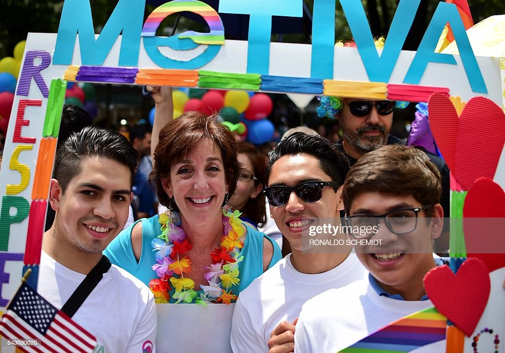 US Ambassador to Mexico, Roberta Jacobson (2-L), takes part in the Gay Pride Parade in Mexico City, on June 25, 2016. Thousands of people took to the streets in the Mexican capital to participate in the parade. / AFP / RONALDO