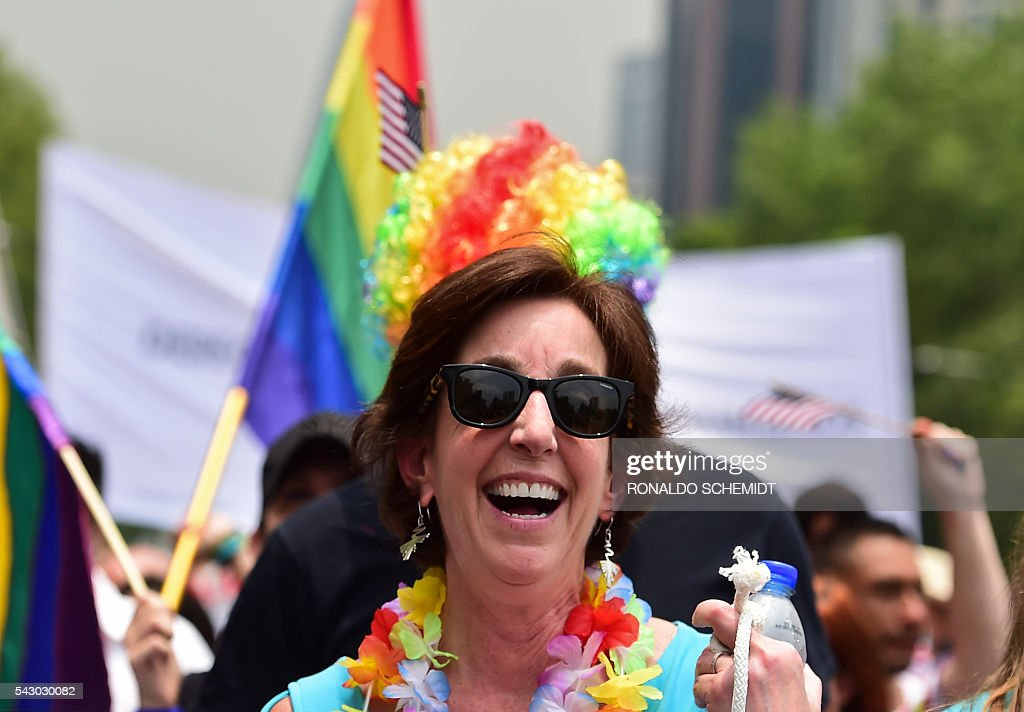 US Ambassador to Mexico, Roberta Jacobson (C), takes part in the Gay Pride Parade in Mexico City, on June 25, 2016. Thousands of people took to the streets in the Mexican capital to participate in the parade. / AFP / RONALDO