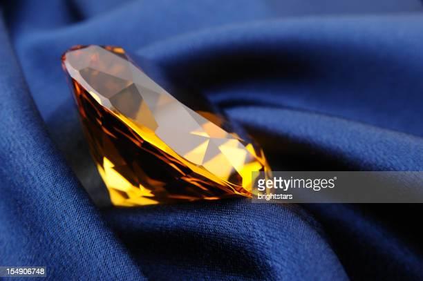 Amber diamant sur bleu en satin