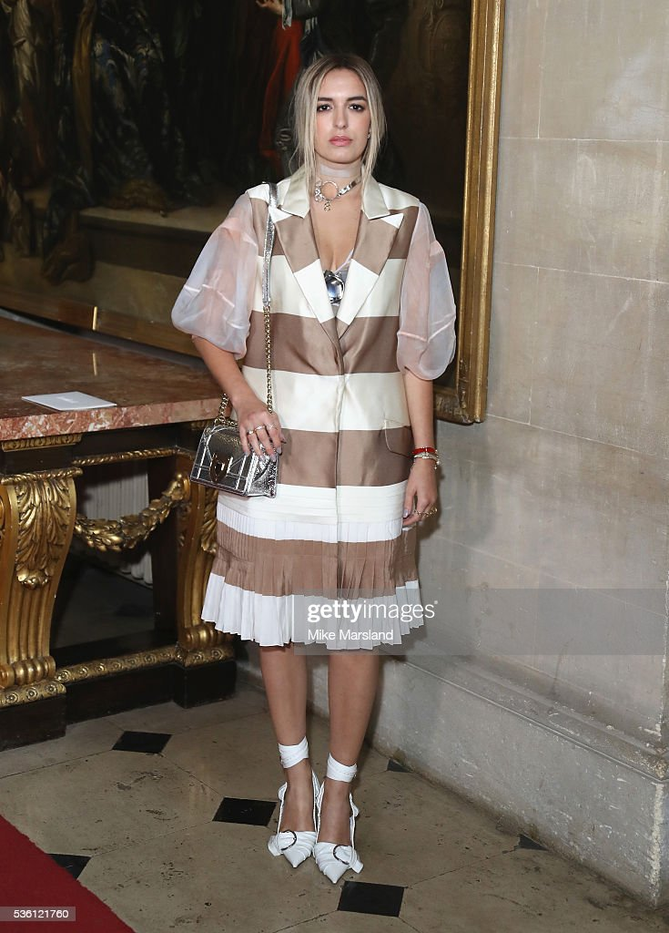 <a gi-track='captionPersonalityLinkClicked' href=/galleries/search?phrase=Amber+Le+Bon&family=editorial&specificpeople=1103030 ng-click='$event.stopPropagation()'>Amber Le Bon</a> attends the Christian Dior Spring Summer 2017 Cruise Collection at Blenheim Palace on May 31, 2016 in Woodstock, England.