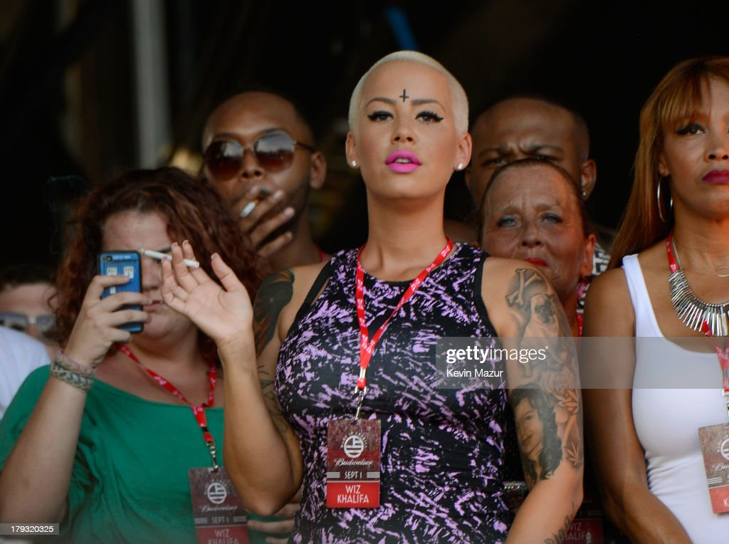 <a gi-track='captionPersonalityLinkClicked' href=/galleries/search?phrase=Amber+Rose+-+Modelo&family=editorial&specificpeople=2025513 ng-click='$event.stopPropagation()'>Amber Rose</a> backstage during the 2013 Budweiser Made In America Festival at Benjamin Franklin Parkway on September 1, 2013 in Philadelphia, Pennsylvania.