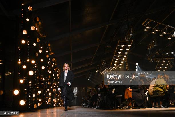 Amber Valleta walks the runway during the Isabel Marant show as part of the Paris Fashion Week Womenswear Fall/Winter 2017/2018 on March 2 2017 in...