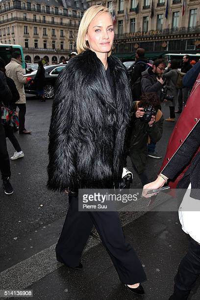 Amber Valletta arrives at the Stella McCartney show as part of the Paris Fashion Week Womenswear Fall/Winter 2016/2017 on March 7 2016 in Paris France