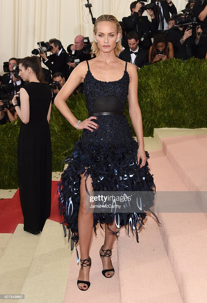 Amber Valletta attends the 'Manus x Machina: Fashion In An Age Of Technology' Costume Institute Gala at Metropolitan Museum of Art on May 2, 2016 in New York City.