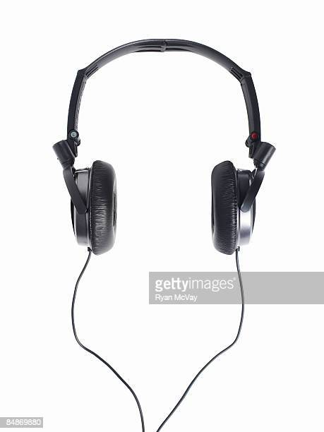 Ambient noise reducing headphones