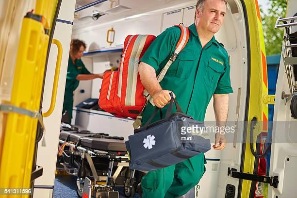 Ambulancia equipo técnico en urgencias médicas
