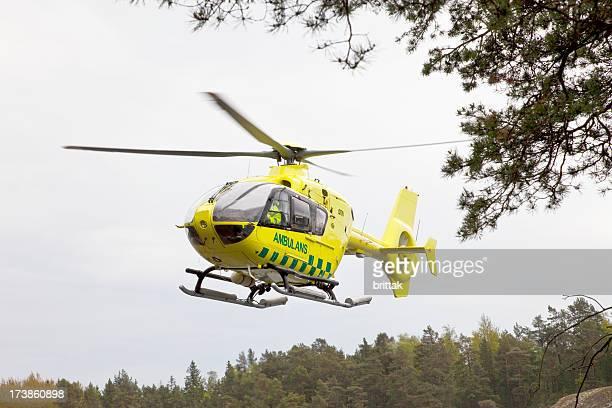 Ambulans Hubschrauber abheben.