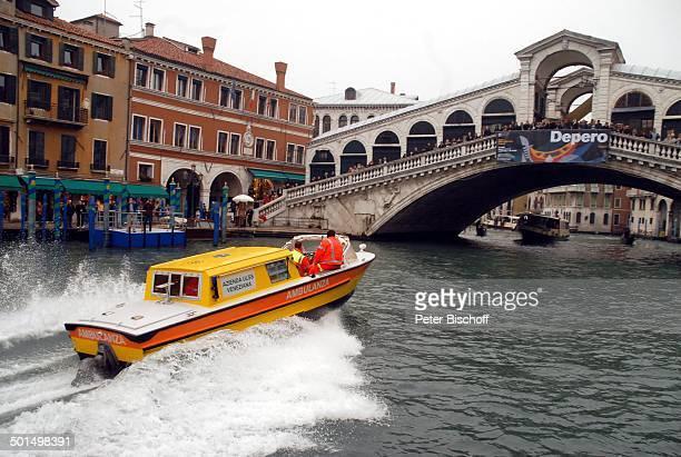 AmbulanzaBoot vor 'RialtoBrücke' Canale Grande Venedig Italien Europa Reise BB DIG PNr 1863/2008