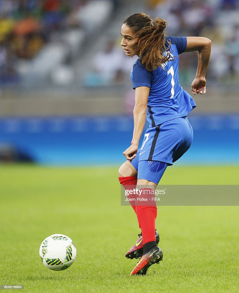 Amel Majri of France controls the ball during the Women's Group G match between USA and France on Day 1 of the Rio2016 Olympic Games at Mineirao Stadium on August 6, 2016 in Belo Horizonte, Brazil.