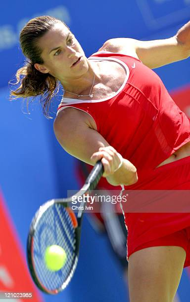 Amelie Mauresmo is defeated by Justine HeninHardenne in Adidas International final in Sydney