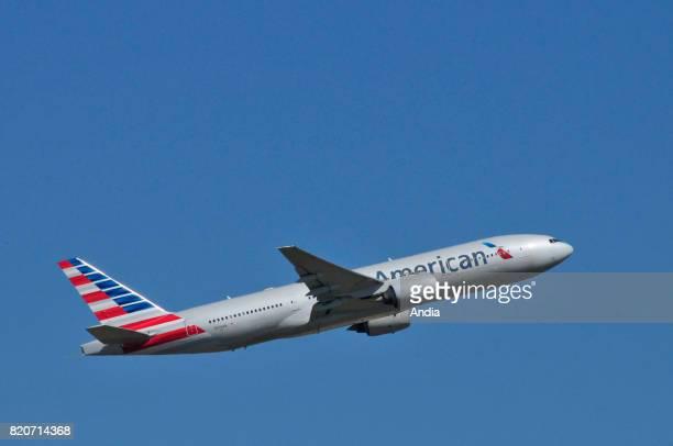 America Airlines Boeing 777N774AN
