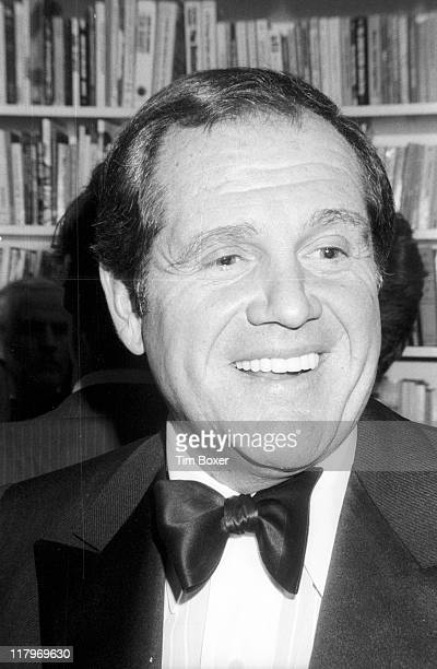 American actor and comedian Alan King attends the release party for film 'The Next Man' in the home of MGM chairman Bo Polk New York New York...