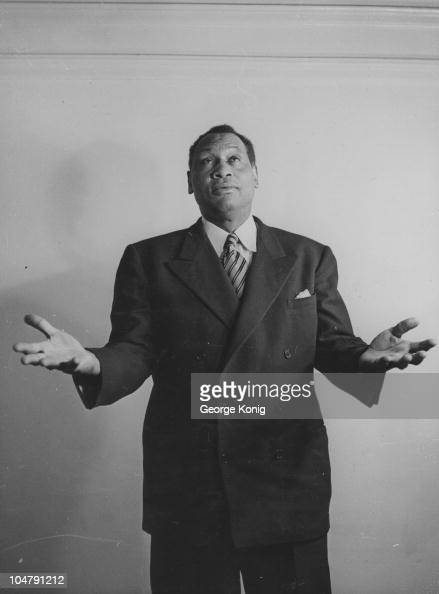 the paul robeson jackie robinson What paul robeson said paul robeson, in 1942,  it was, after all, robeson who was one of jackie robinson's strongest advocates, and the singer once urged a boycott of yankee stadium.