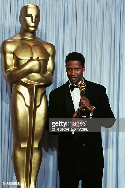 American actor Denzel Washington with his Best Supporting Actor Oscar award for his role in the film Glory directed by Edward Zwick