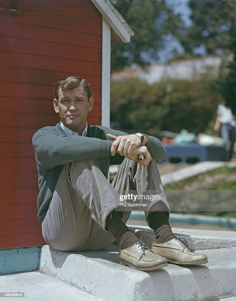 earl holliman height