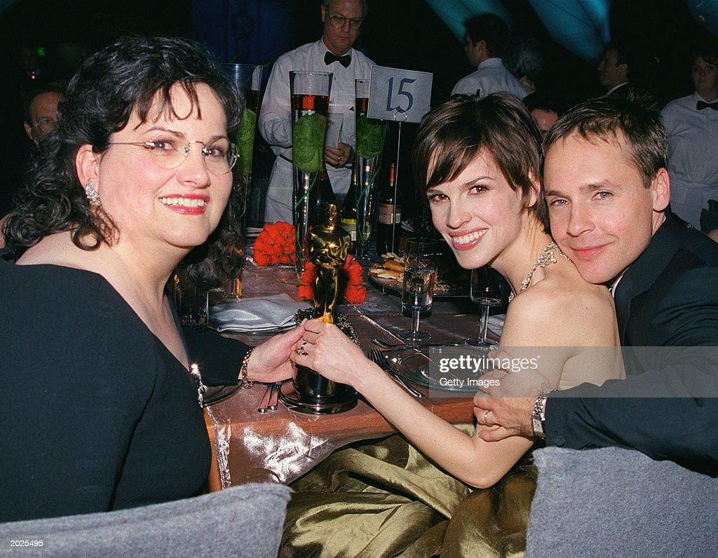 American actor Hilary Swank (center), her mother (left), and her husband, actor Chad Lowe, display the Best Actress Oscar she was awarded for her performance in the film, 'Boys Don't Cry,' in Los Angeles, California, March 26, 2000.
