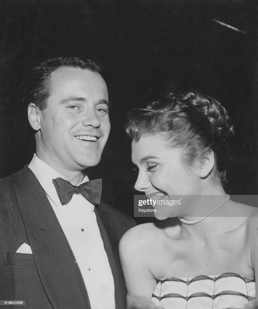 American actor Jack Lemmon (1925 - 2001) with his partner and future wife, actress Felicia Farr, circa 1961.