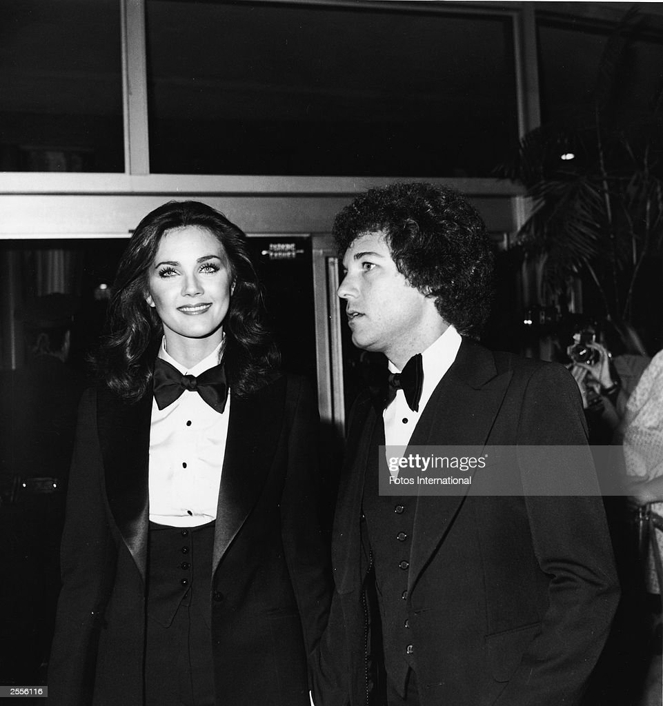 American actor Lynda Carter arrives at the 34th annual golden globe awards with her date talent manager Ron Samuels, Beverly Hills, California, January 1977.