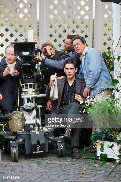 American actor Matt Dillon and French cinematographer Jean Tournier on the set of the film 'Target' directed by American director Arthur Penn