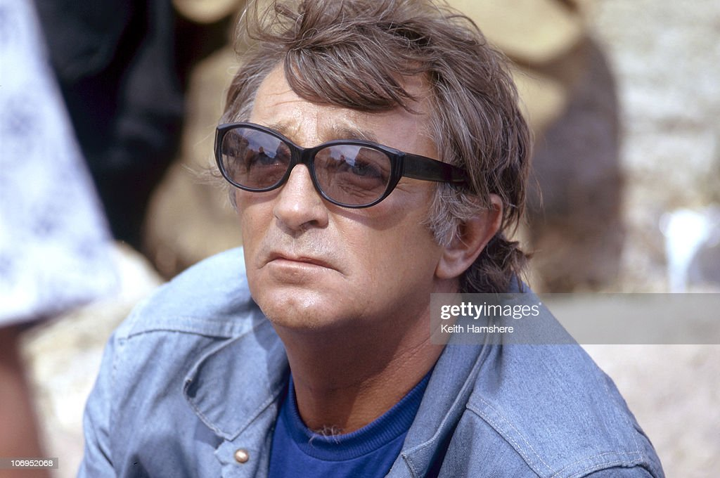 American actor Robert Mitchum (1917 - 1997) off set during the filming of 'Rosebud', 1974. He never finished work on the film, being replaced by Peter O'Toole after an argument with director Otto Preminger precluded their working together.